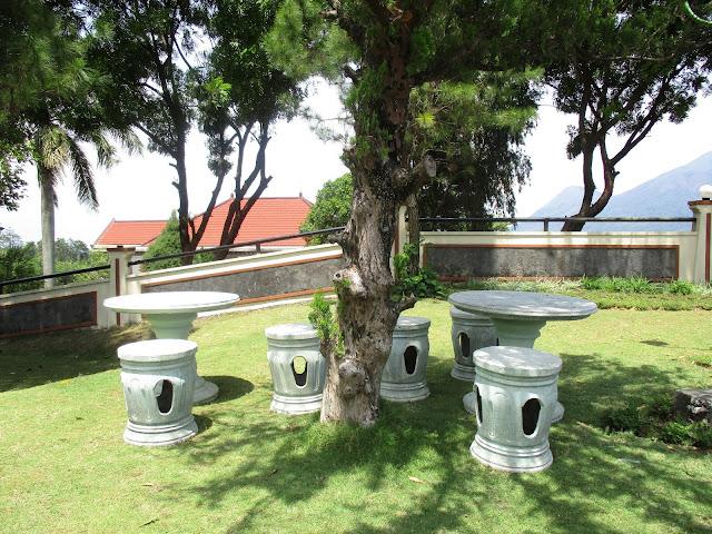 Kolam Renang di Villa Puncak Trawas