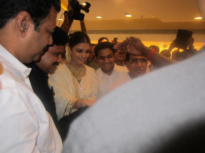 aishwarya rai launch kalyan jewellers store actress pics