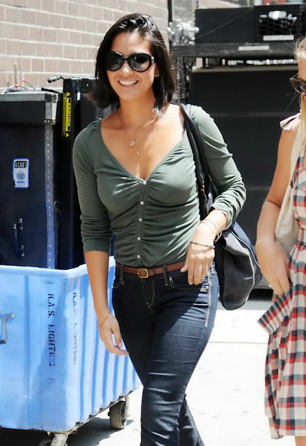 "Olivia Munn on ""I Don't Know How She Does It"" Movie Set"
