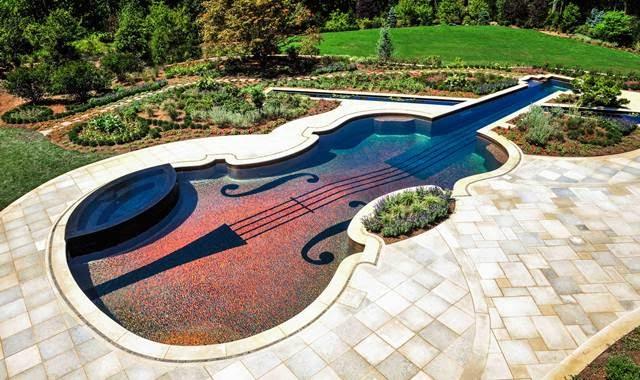 Kolam Renang Biola Stradivarius