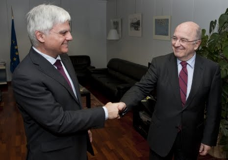 ¿Es Almunia el tecnócrata elegido para sustituir a Rajoy? 290779-1g