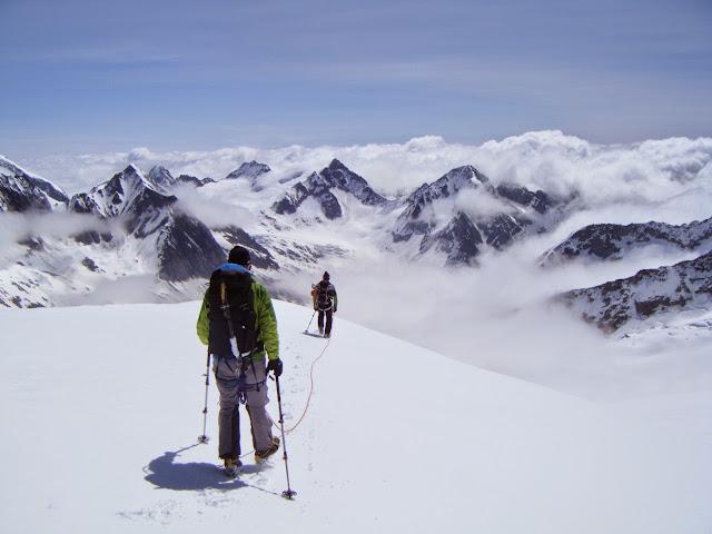 Konkordiahutte (2850m)-Wyssnollen (3594m)-Finsteraarhornhutte (3250m)