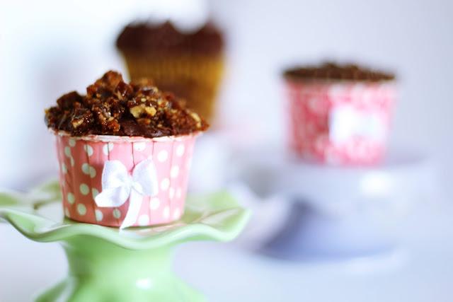 Cupcake crocante coberto com salted caramel ganache
