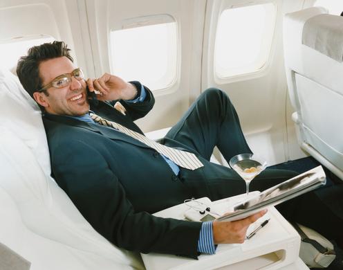 Amerika Serikat Wajib Aktifkan Ponsel Saat Berada Di Pesawat