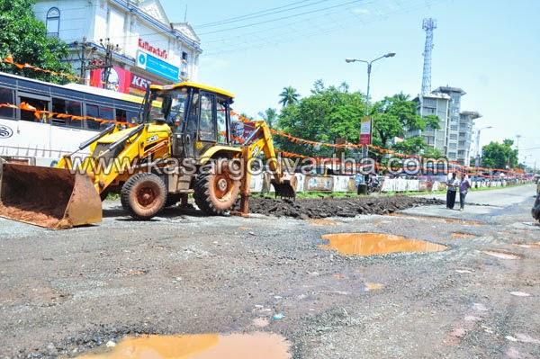 Kasaragod, Kerala, Road, Press Club, Traffic-block, M.G Road, Cherkala, Concrete