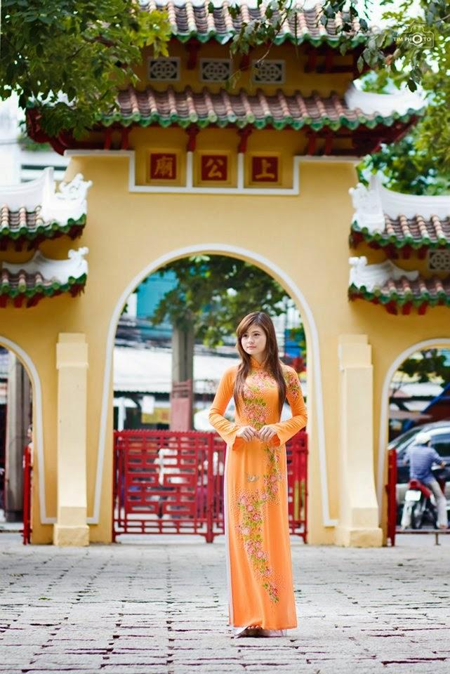Hotgirls Châu Dương thướt tha với tà áo dài đi chơi tết 4