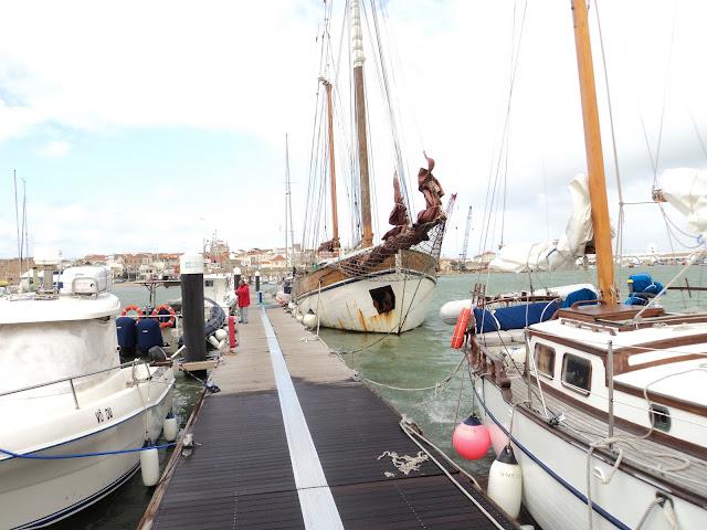 Wooden masts rotting