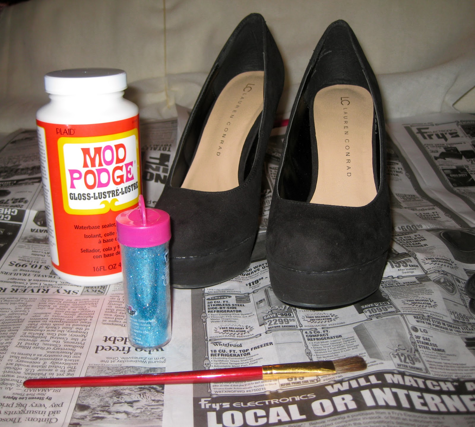 Watch How to Make Glitter Pumps video