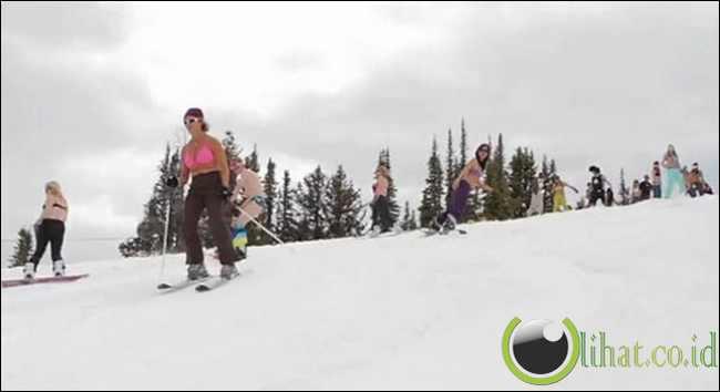 Ski Setengah Bugil