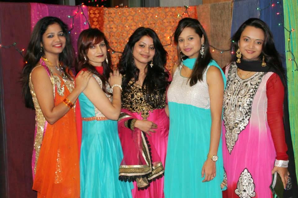 Indian Diwali in USA, Seattle Diwali celebrations, beautiful ladies dressed in traditional wear,married indian ladies,  happy married couples, indian family