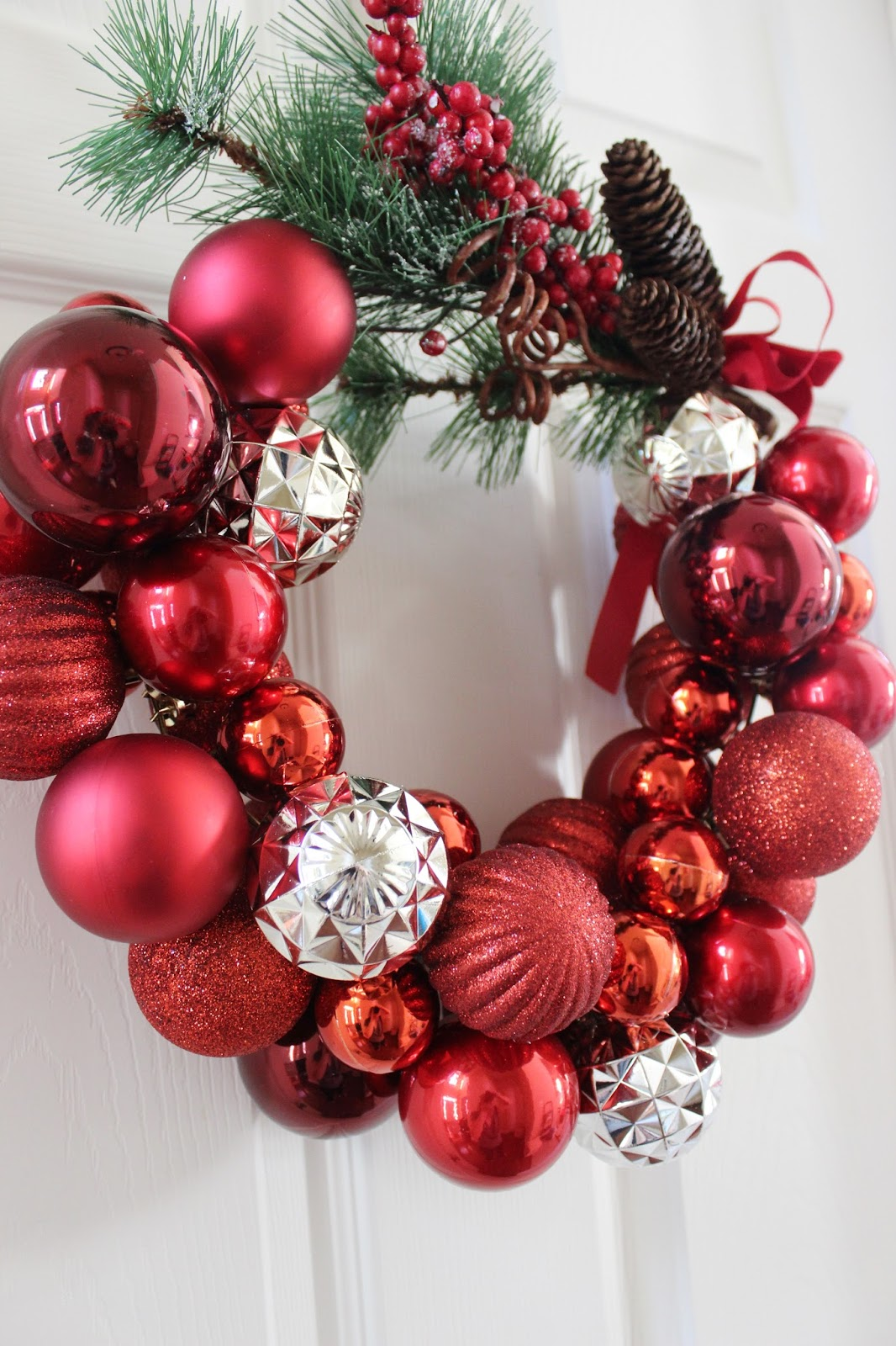 How to make a christmas ornament wreath with wire hanger