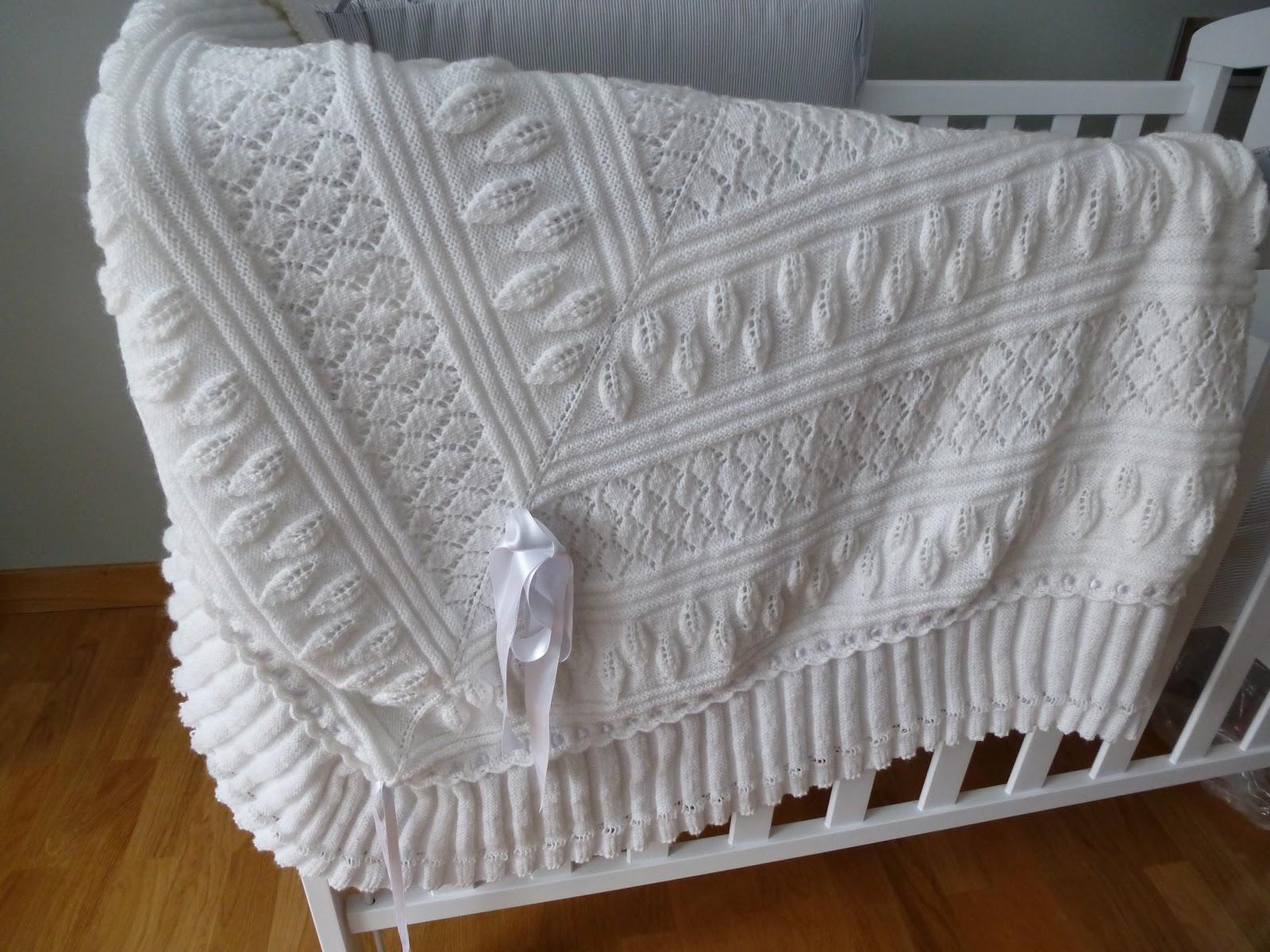 ... un chal o arrullo de punto a dos agujas elaborado en lana agujas
