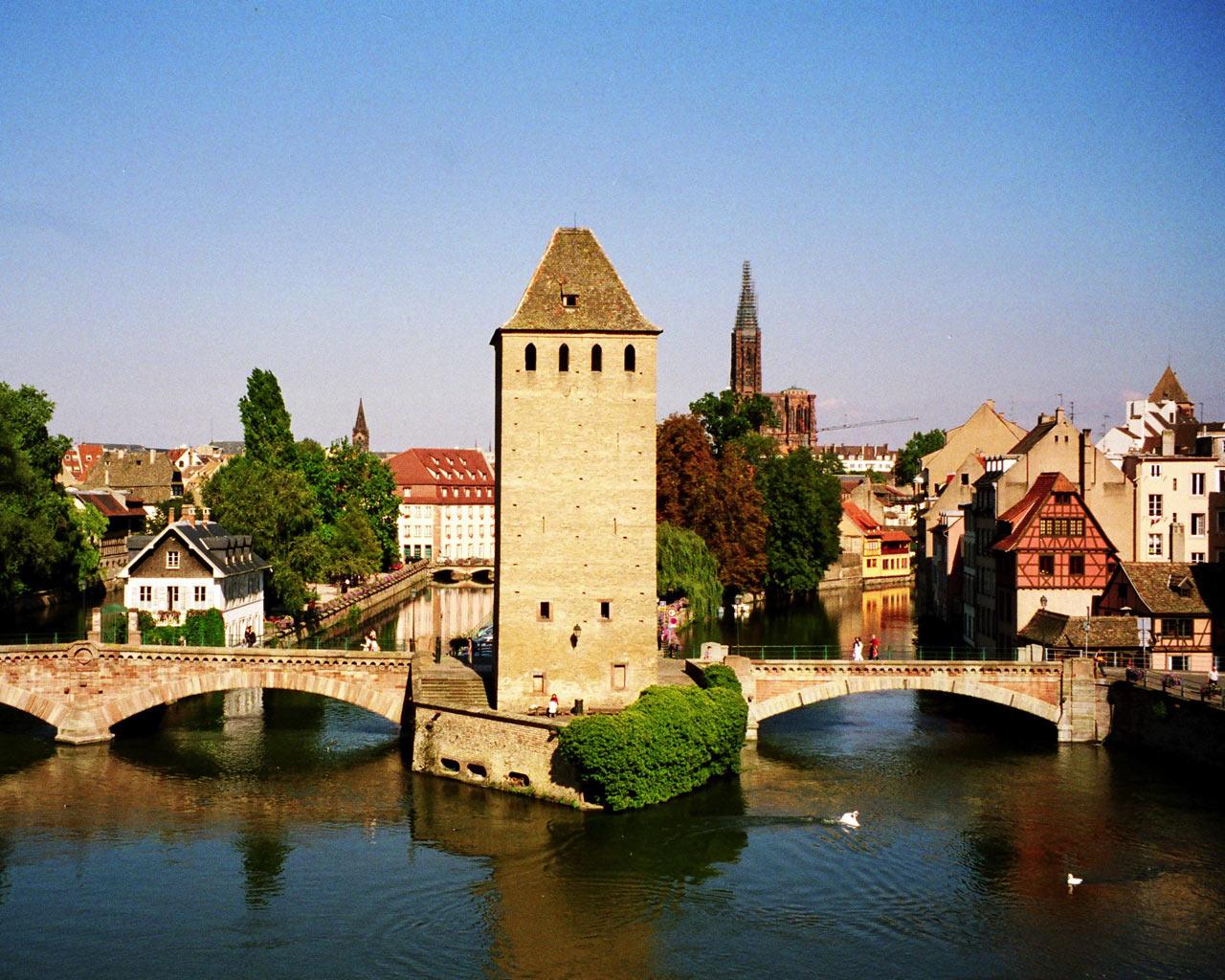 Paint dance sur le pont couvert 18x24 oil on linen for Strasbourg architecture