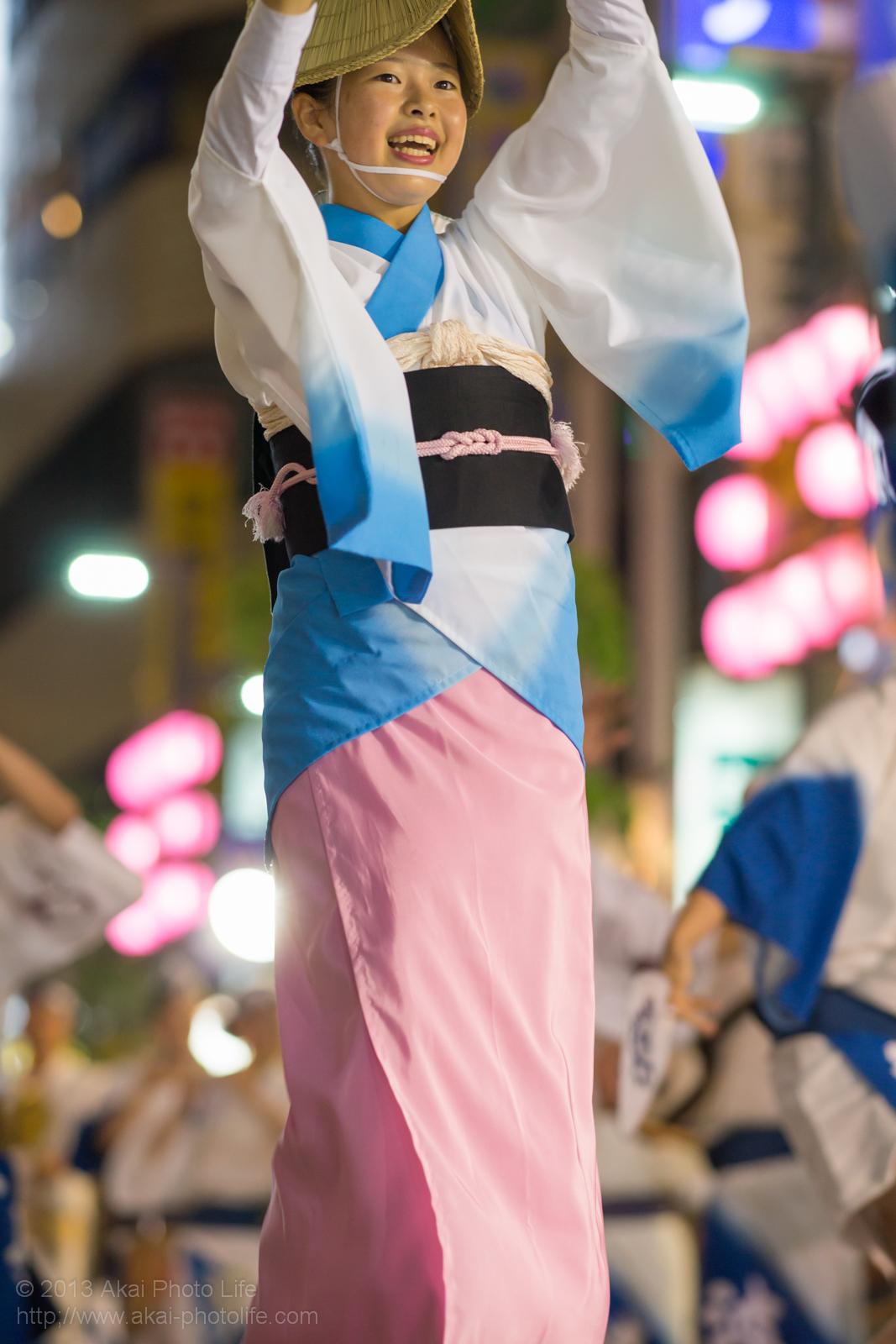 三鷹阿波踊り、波奴連(はちゃめちゃれん)の女踊り