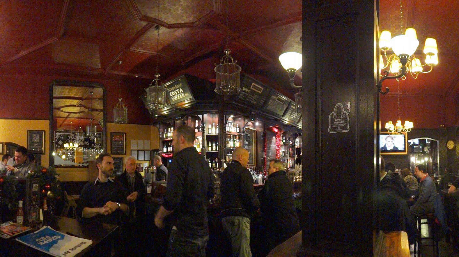 ビールのハーフサイズ (イギリスではビールの単位は1パイント = 568... ASTROの世界