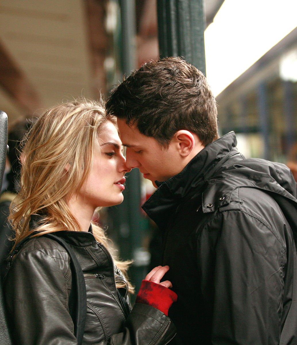 http://1.bp.blogspot.com/-eYnuE2SwU3I/ULzU47HlZWI/AAAAAAAABn4/egpy1DFVAvM/s1600/Romantic_love_romantic_couple_wallpaper_download_free+(20).jpg