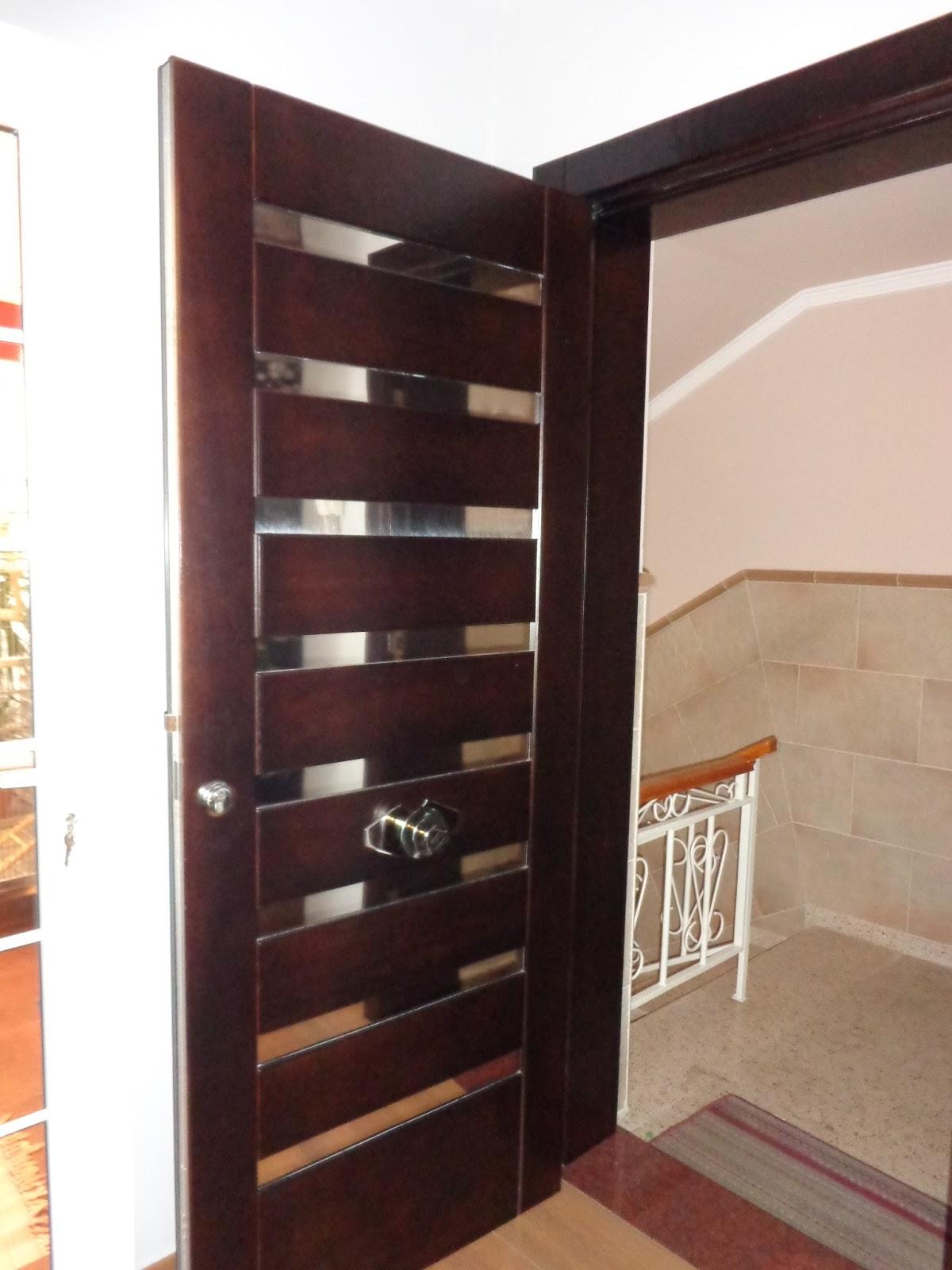 Talleres faro puerta en madera y listones en acero for Puerta corredera de taller