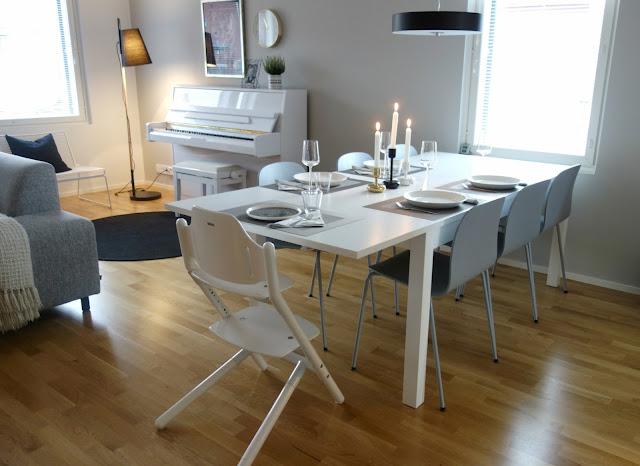 Muuto Visu byFrandsen Hideout Hay Hee Lounge Chair piano olohuoneessa