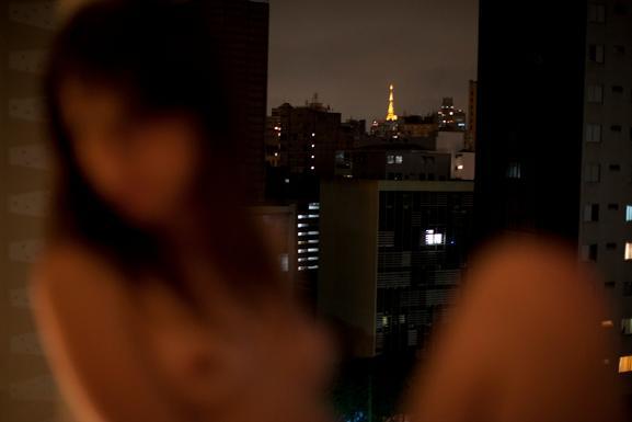 autumn sonnichsen mulheres nuas na cidade