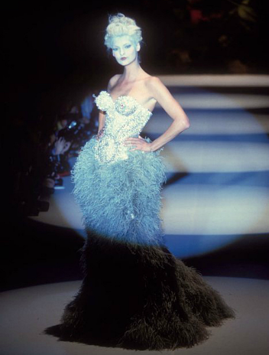 Linda Evangelista for Vivienne Westwood, FW 1995, 90's runway undersea fantasy fashion blue