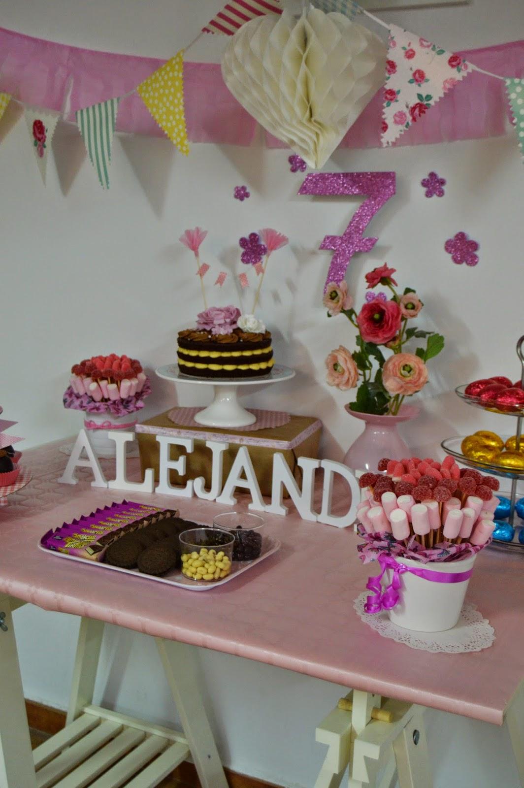 Los dulces de choco tarta de cumplea os de vainilla y for Mesas dulces cumpleanos