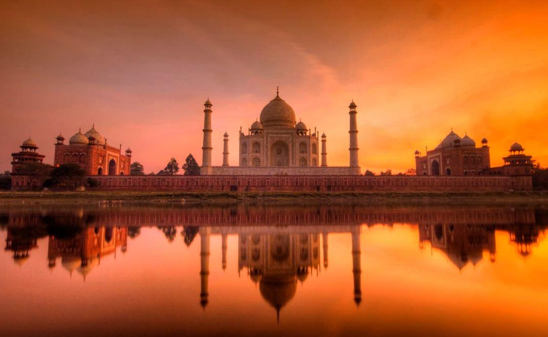 information about taj mahal in hindi