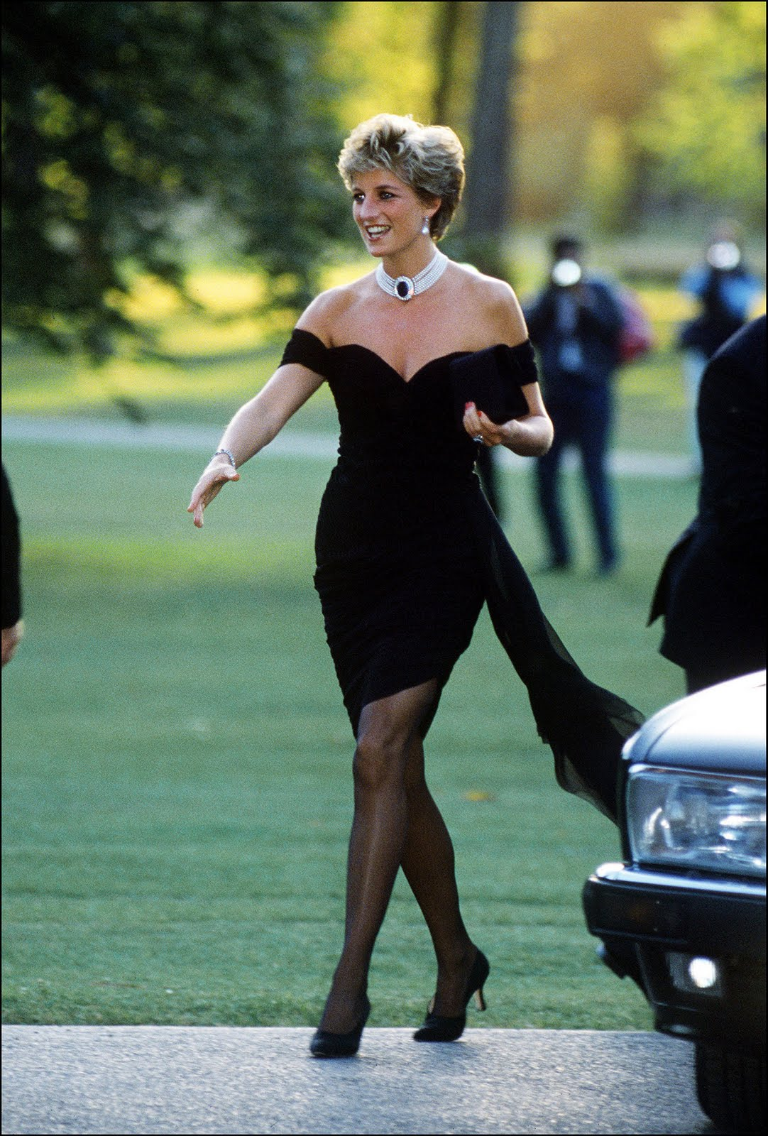 http://1.bp.blogspot.com/-eZsSppKO99M/Tg8gOdEi0kI/AAAAAAAAPNE/Fkqg7EAXfeo/s1600/princess_diana_cocktail_dress.jpg