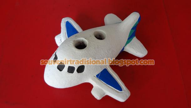 Miniatur Pesawat Untuk Tempat Pensil