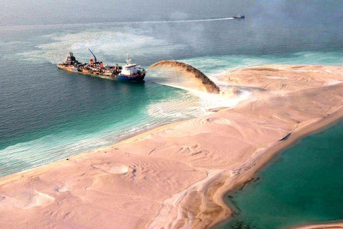 island made contract structures dubai man