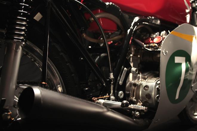 http://1.bp.blogspot.com/-e_H4nuHkDNo/UVXIFwy0qWI/AAAAAAAANJY/qMH4GanaVpc/s1600/Honda+RC166_5.jpg