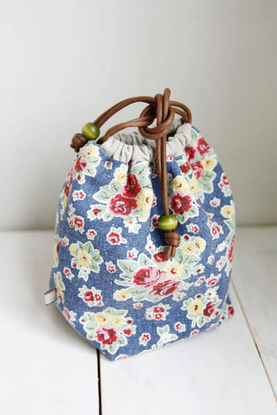 Reversible Drawstring Bag Tutorial ~ DIY Tutorial Ideas!
