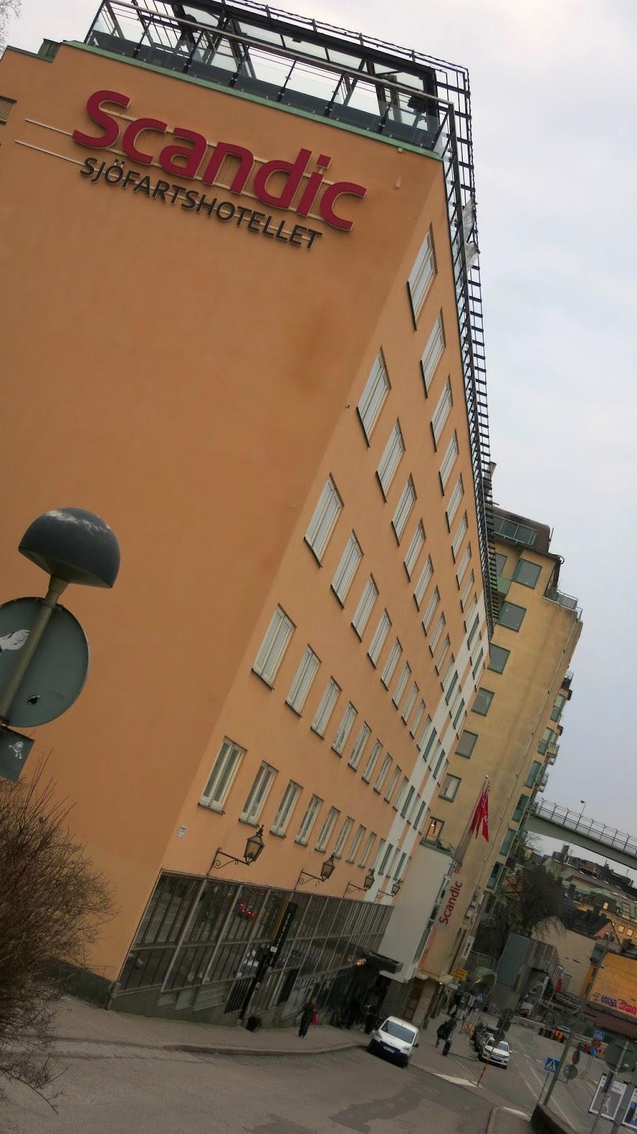 Inga-Lill Lellky: PÃ¥ sängen : öppningsbara fönster : Fönster