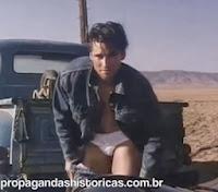 Propaganda sensual da Levi's de 1989: ousada e criativa.