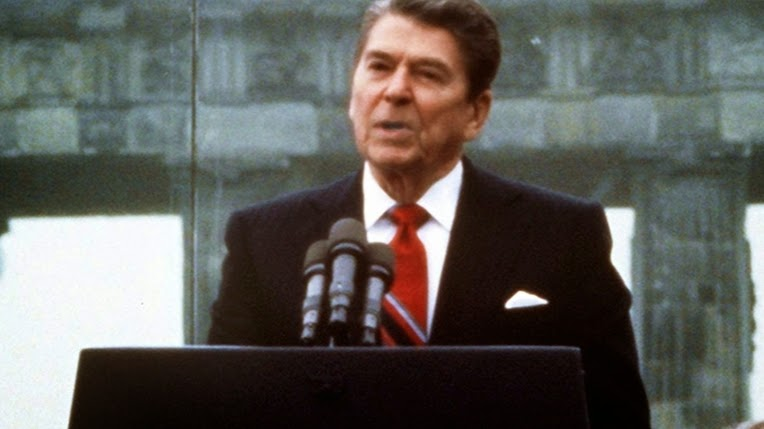 the perceptions of ronald reagan on the american government President ronald reagan meeting with media magnate rupert murdoch in the oval office on jan 18, 1983, with charles wick, director of the us information agency, the the background.