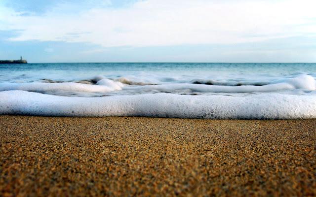 """<img src=""""http://1.bp.blogspot.com/-e_ZevM-nBTY/UeCicqSWn7I/AAAAAAAAAxo/nQ3SkrAoHiY/s1600/wallpaper-694228.jpg"""" alt=""""Beach wallpapers"""" />"""