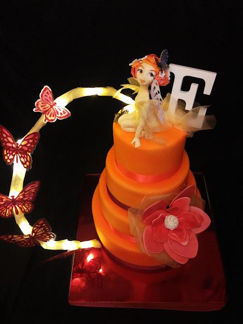 tarta hada; fondant; fiesta;cumpleaños; amigos; naranja; colores; flor; mariposas; luz