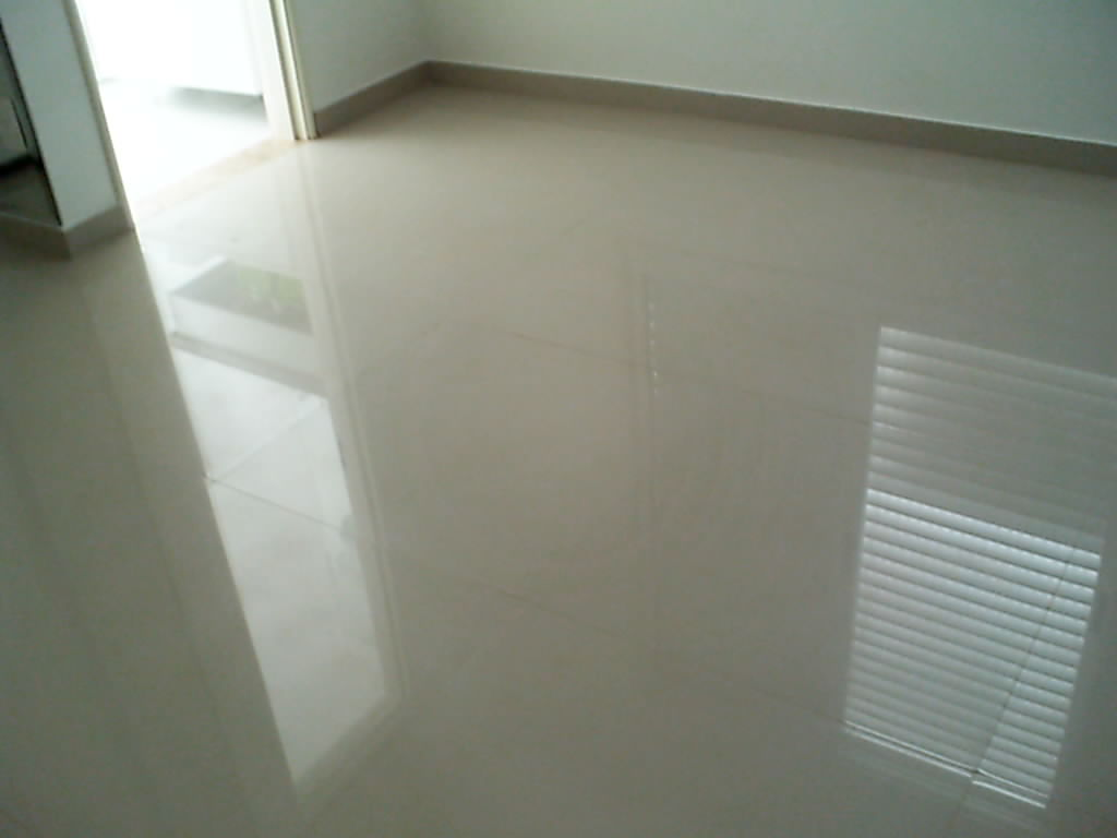 Construindo minha casa clean porcelanato polido for Pisos de porcelanato para sala