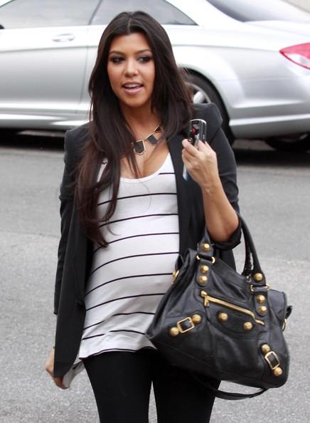 Kardashians Daily Kourtney 39 S Pregnancy Style