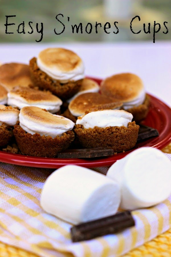 Easy S'mores Cups: No need to have a campfire for these cuties! They bake up right in your oven anytime of the year! #dessert #chocolate
