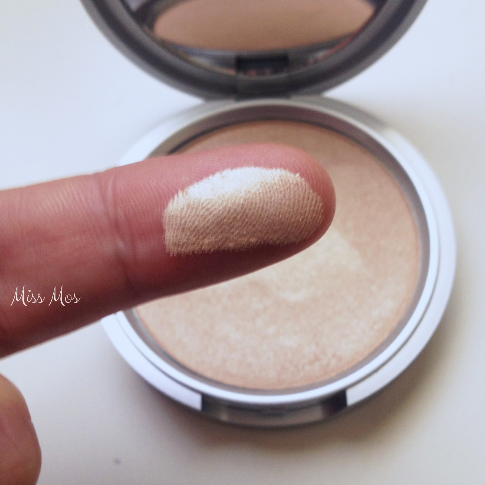 Mary-Lou Manizer The Balm