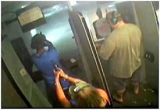 Mujer mata a su hijo de un disparo en un club de tiro