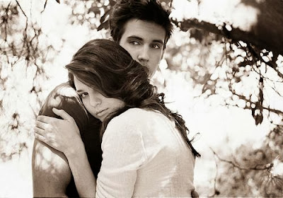 hug,love,man,woman,كيف توضحين لرجل انك معجبة به دون إفساد العلاقة ...وكيف تحافظين على علاقتك به ؟!