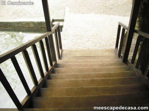 Escaleras del puente del Recreo Turístico Naciente del Río Tioyacu (Rioja, Perú)
