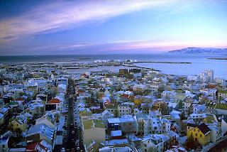 Reykjavik qui signifie en islandais « baie des fumées » est la capitale de l'Islande