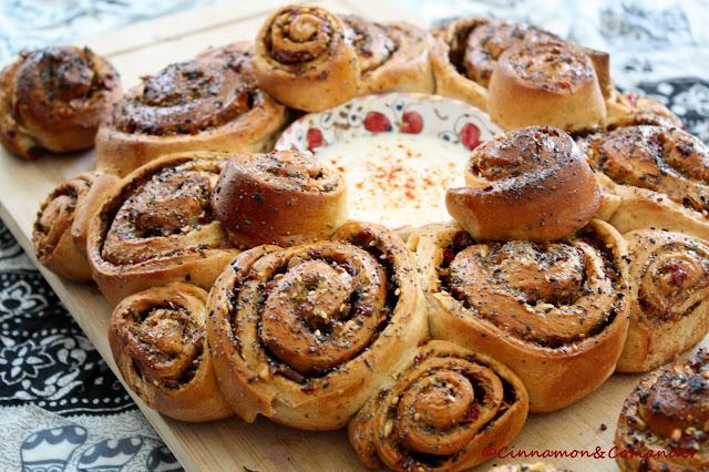 Brot mit Za`atar Paprika und Knoblauch