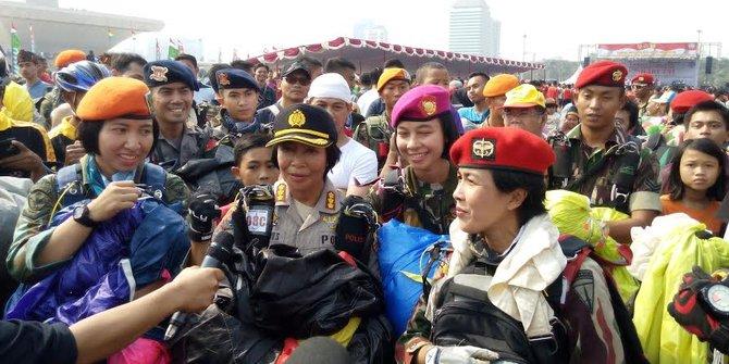 4 wanita cantik ini ikut terjun payung meriahkan HUT TNI ke-70