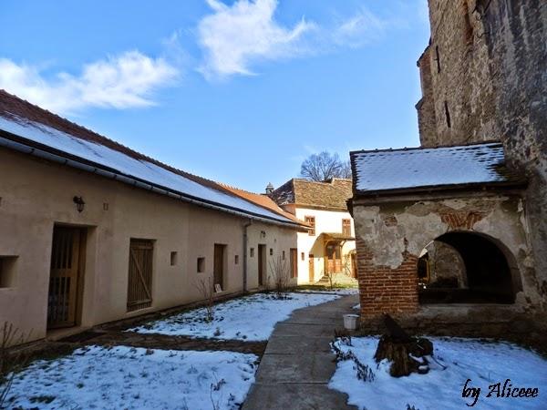 biserica-fortificata-din-axente-sever