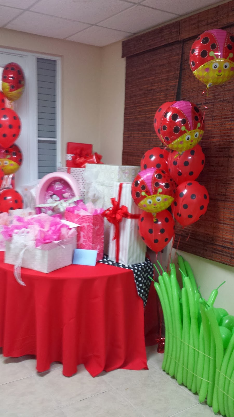 Lynnetteart ladybug baby shower party photos for Baby shower decoration stores