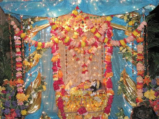Krishna Janmashtami 2014 at Jagadguru Kripalu Ji Maharaj's  ashram, Radha Madhav Dham