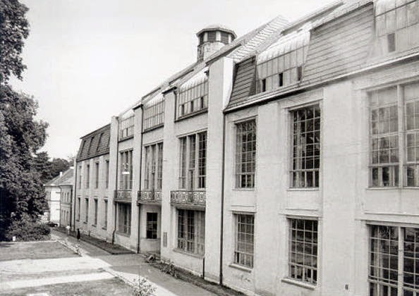 Artchist edificio de la bauhaus walter gropius for Bauhaus berlin edificio
